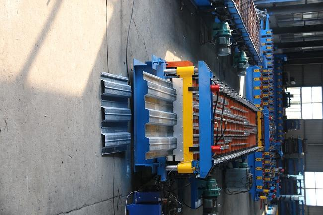 720 Model Floor Deck Roll Forming Machine 0.8 - 1.2mm Thickness For Roofing